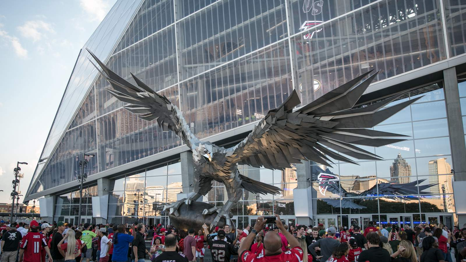 Atlanta mercedes benz stadium 71 041 page 174 for Mercedes benz stadium falcon statue